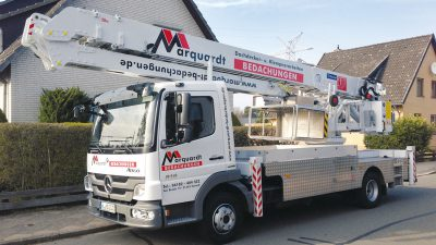 Kranwagen der Firma Marquardt Bedachungen