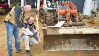 Eric Ottens und Steffen Heuer auf einer Baustelle