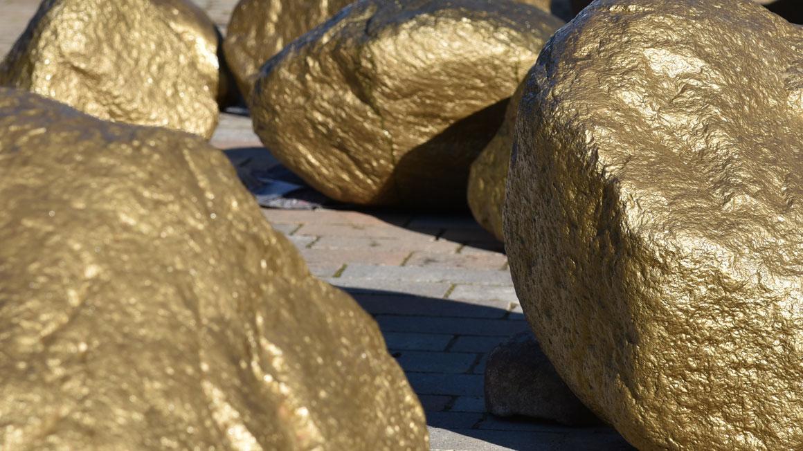 vergoldete Steine